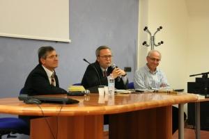 Franco Pappalardo La Rosa (al centro) presenta il libro di Granatiero (a sinistra)