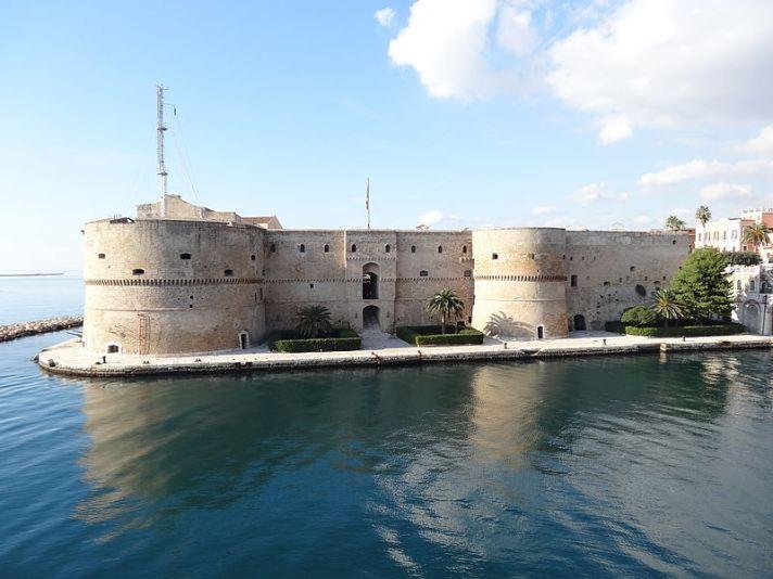 Taranto, Castello Aragonese (foto di Livioandronico2013)