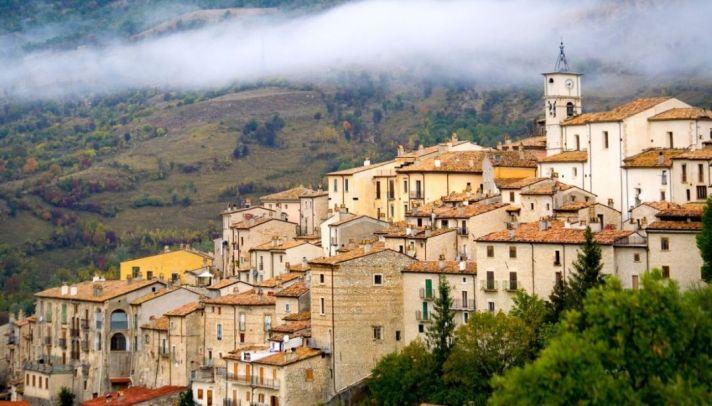barrea-il-borgo-dabruzzo-abitato-dai-cervi