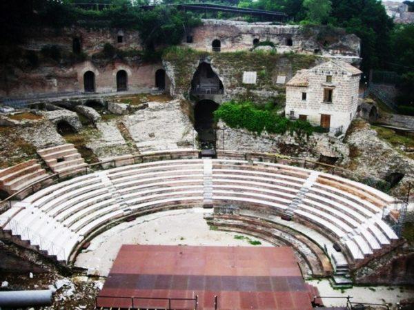 teano-teatro-romano-20096269624-600x450
